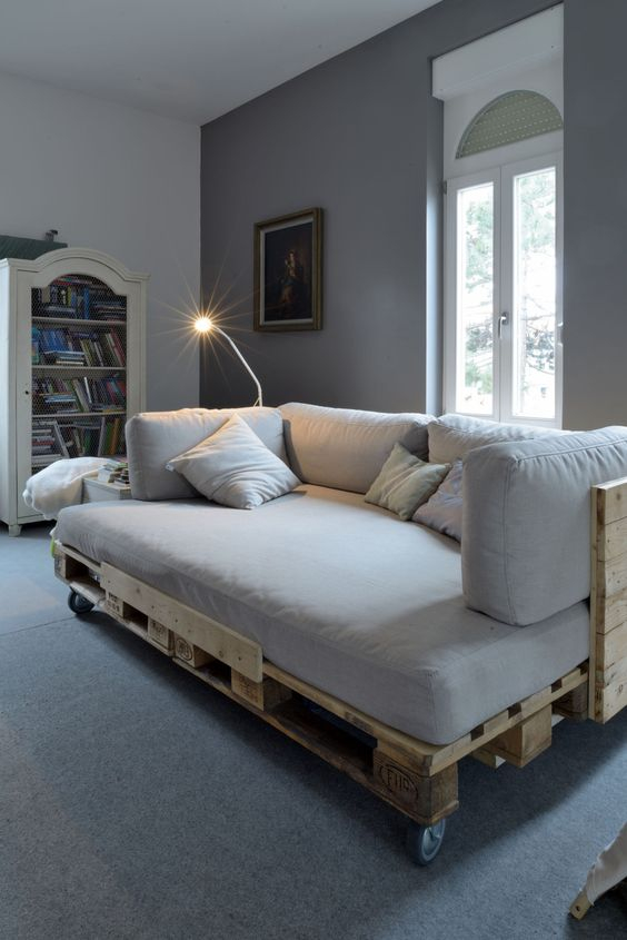 Pallet Sofa 1